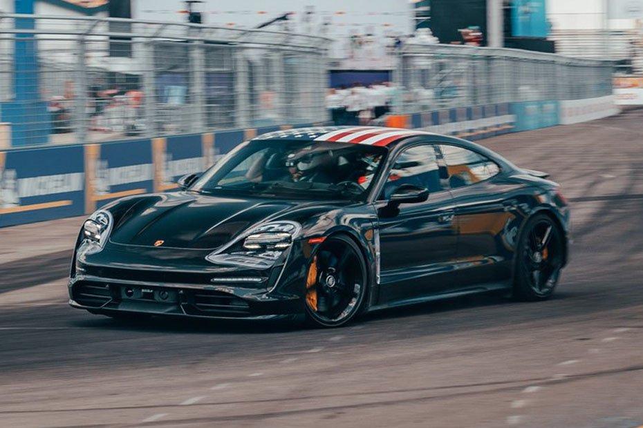 Mitfahrt im E-Sportwagen Porsche Taycan