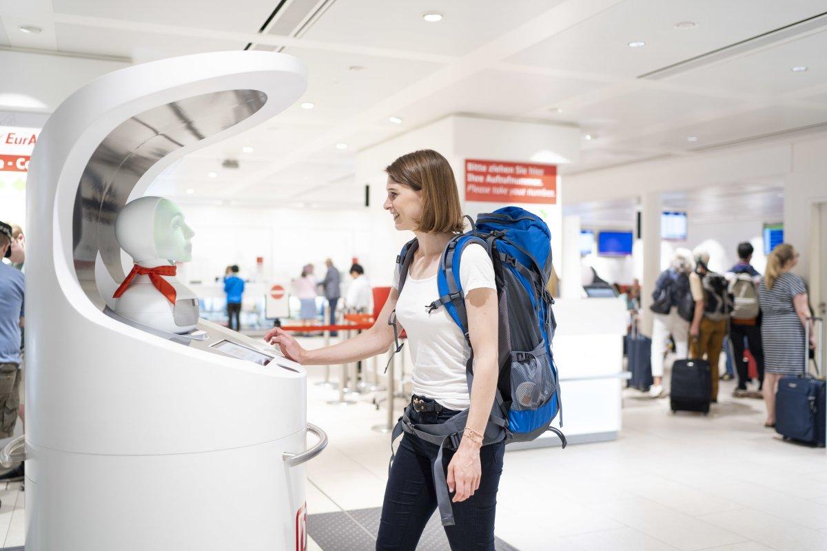Deutsche Bahn testet Roboter-Assistentin im Kundenservice
