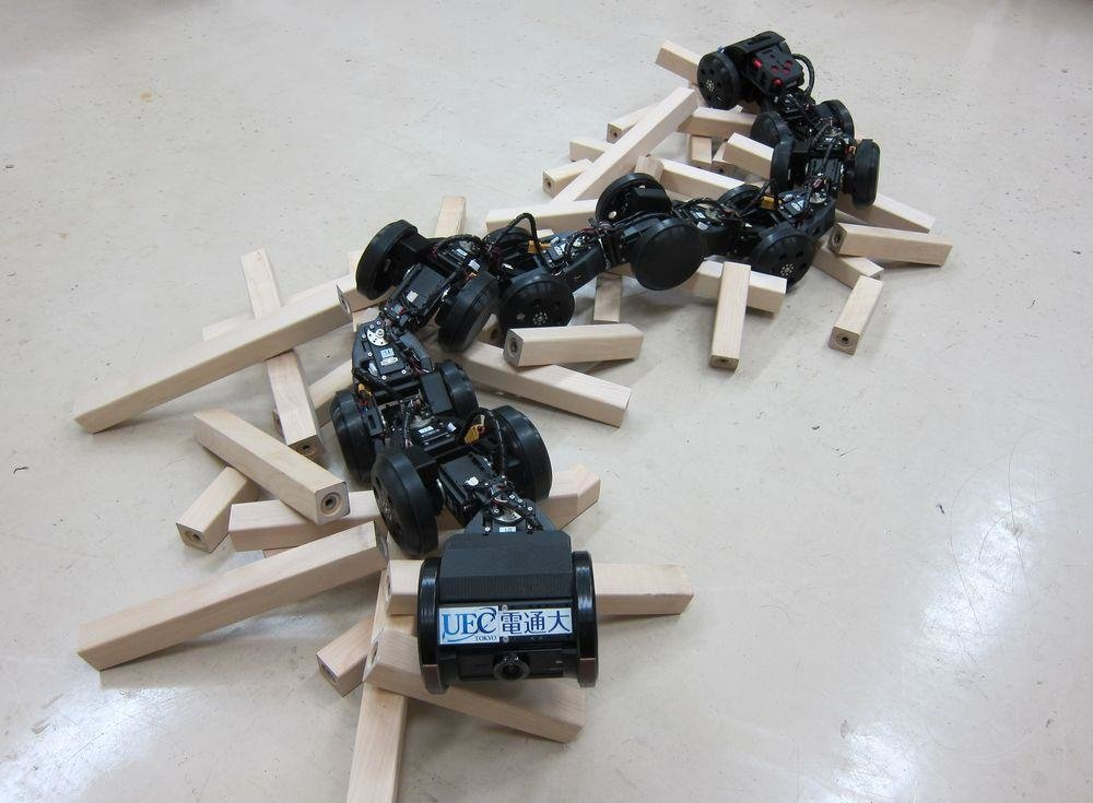 Wenn sich Roboter durch die Gänge schlängeln