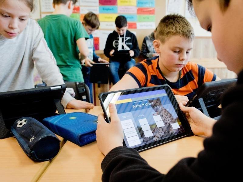 Lehrer fordern Tempo und klare Linie für Digitalisierung an Schulen