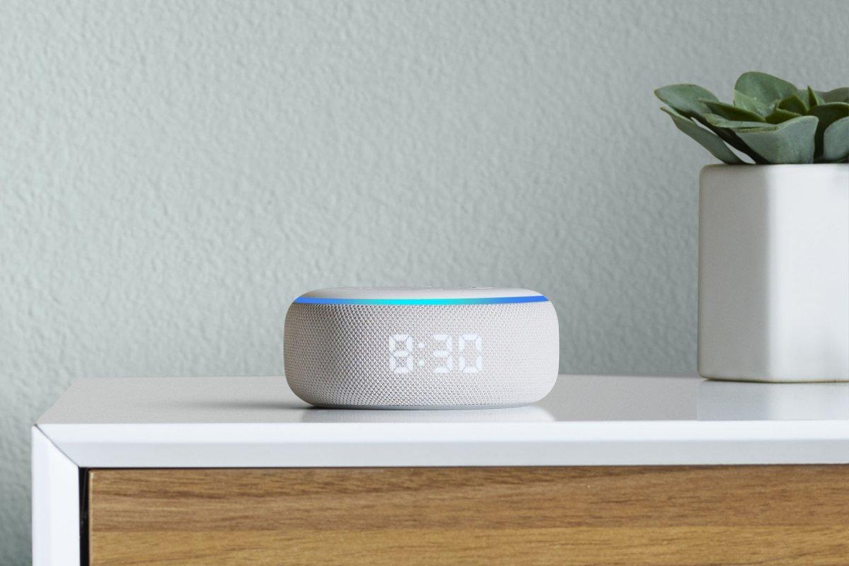 Amazon Echo Dot mit LED Display, Echo Flex und überarbeiteter Echo ...