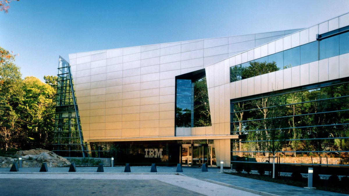IBM verzeichnet Gewinneinbruch und Umsatzrückgang
