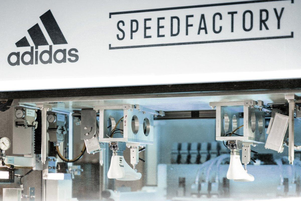 Fertigung mit Robotern: Adidas schließt prestigeträchtige Speedfactorys