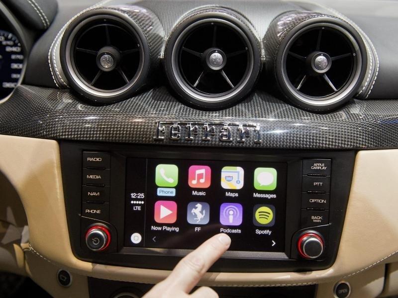 """CarPlay: Nutzer klagen über """"Kratzen wie auf Schallplatte"""""""