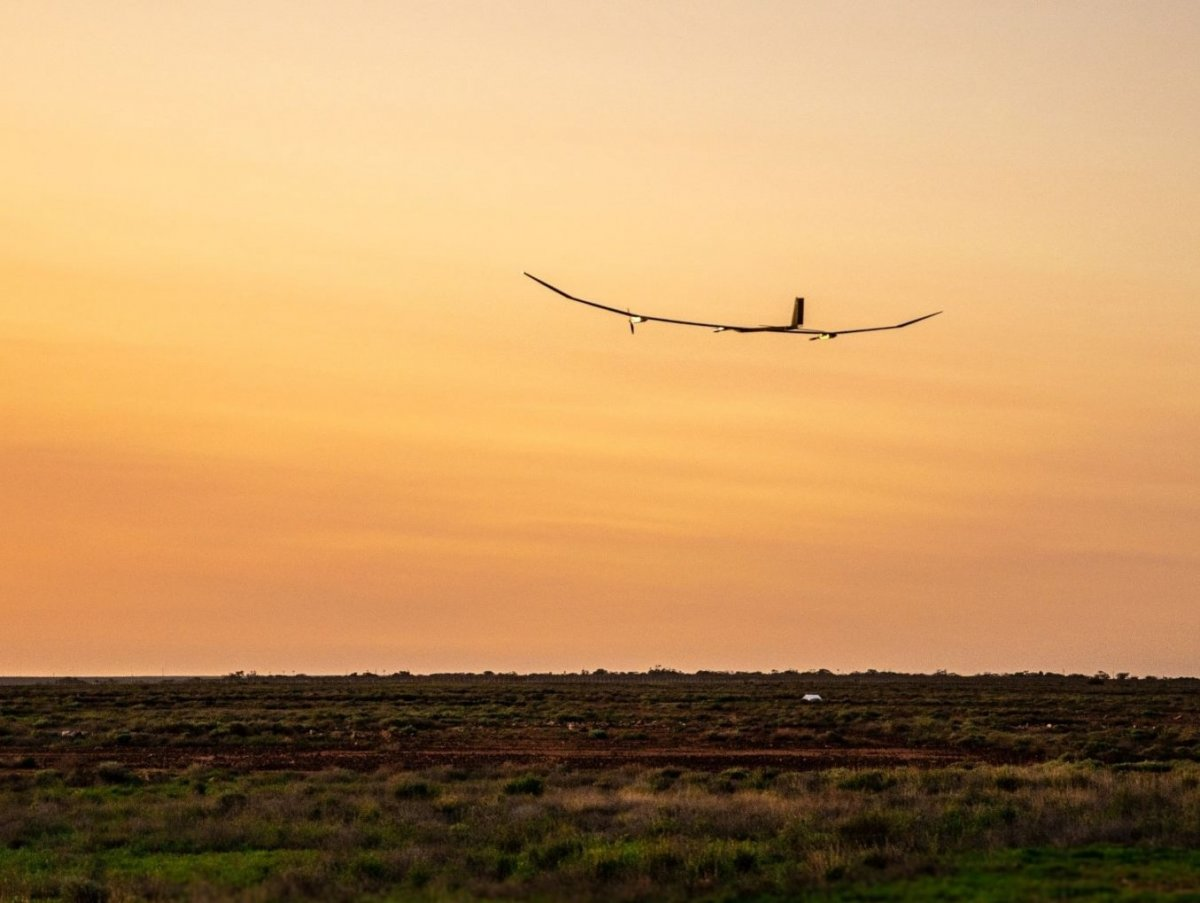 Testflug gelungen: Solarflugzeug soll ein Jahr lang in der Luft bleiben