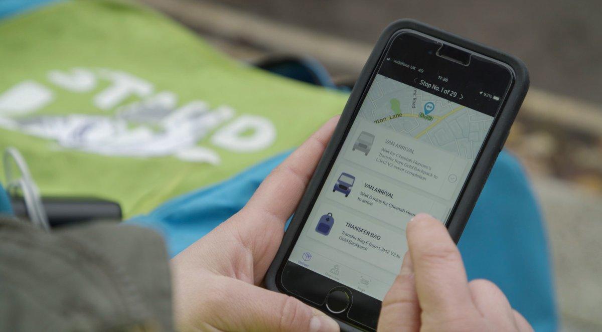 Nachhaltige Lieferung: Ford und Hermes setzen auf Transporter-Laufburschen-Kombi - heise online