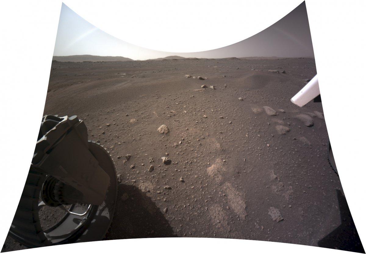 Mars-Rover Perseverance: Weitere Farbbilder aus übermittelten Rohdaten - heise online