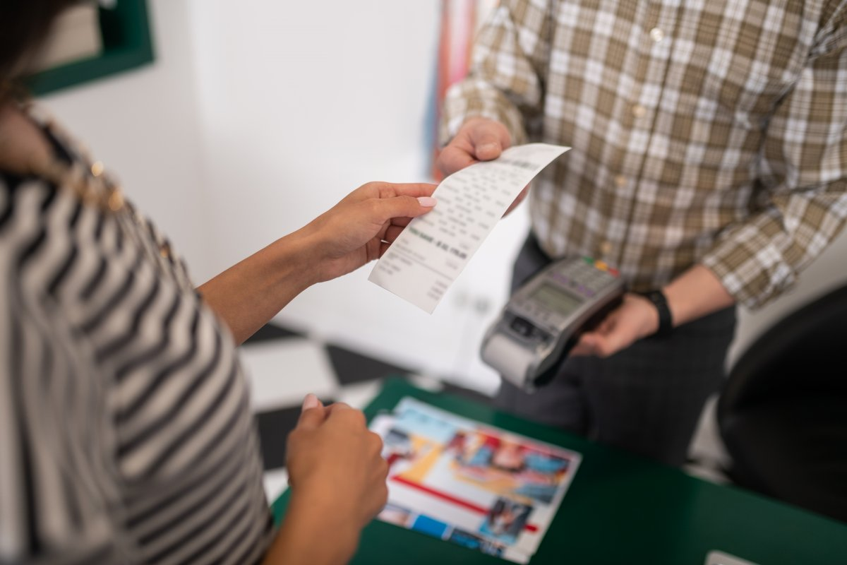 Selbst scannen, kontaktlos zahlen: Corona verändert den Einkauf