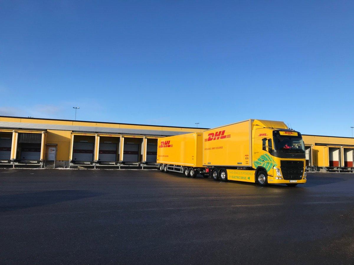 Elektroautos: DHL Freight und Volvo schicken E-Lkw auf längere Strecken - heise online