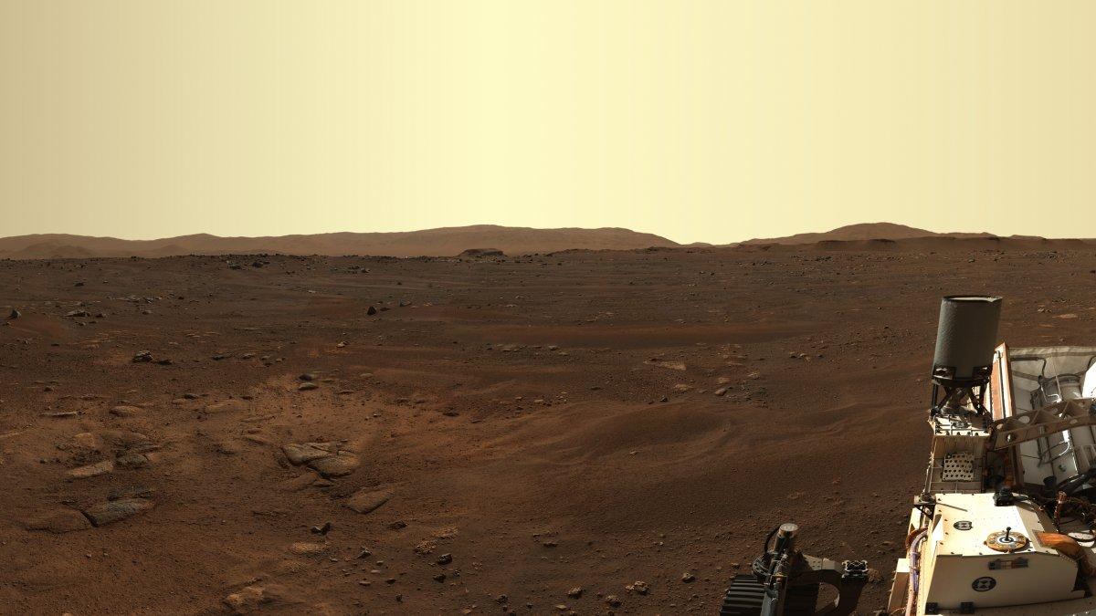 Mars-Rover Perseverance: Erstes hochaufgelöstes Panorama der Umgebung - heise online