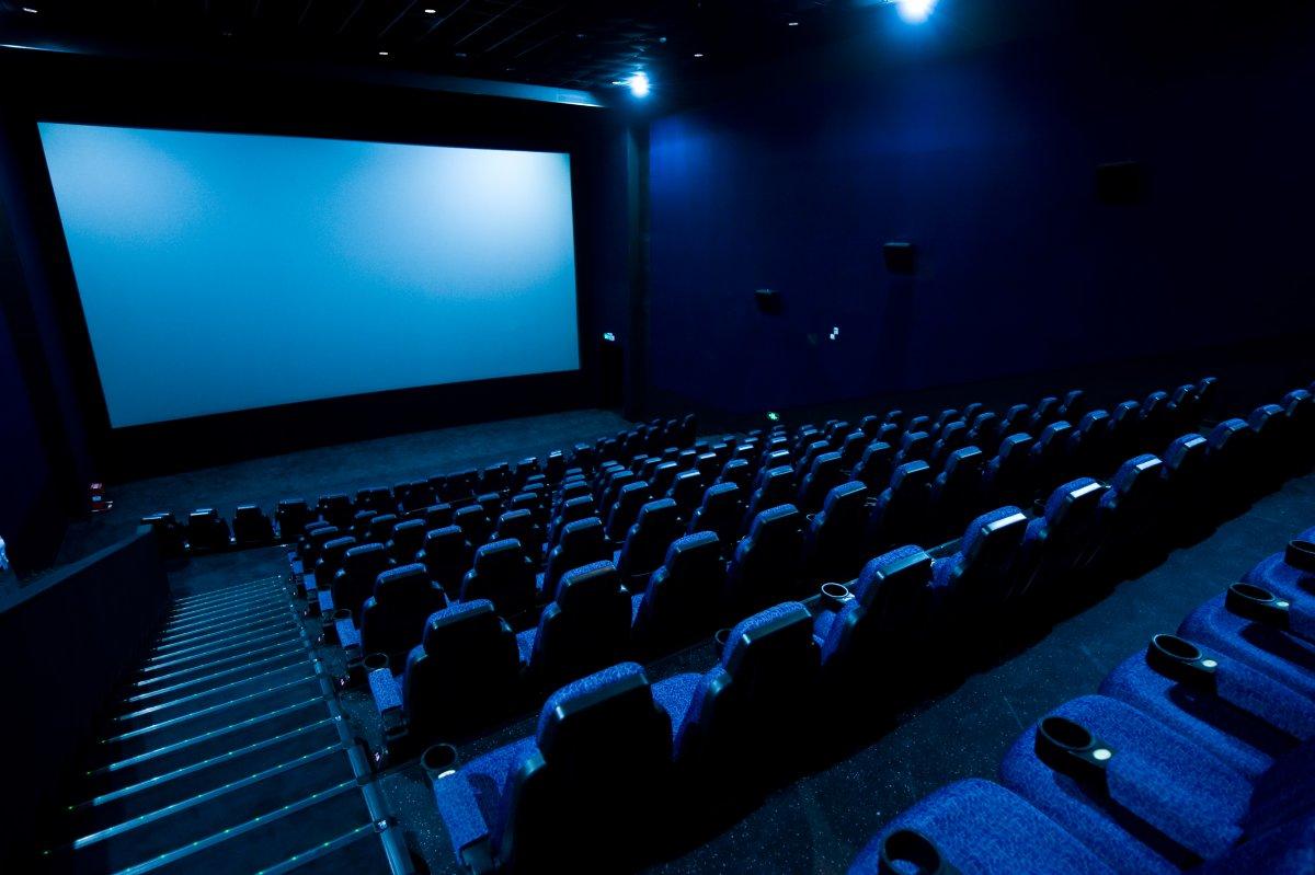 Beleuchtete Kinos: Betreiber fordern eine Perspektive - heise online