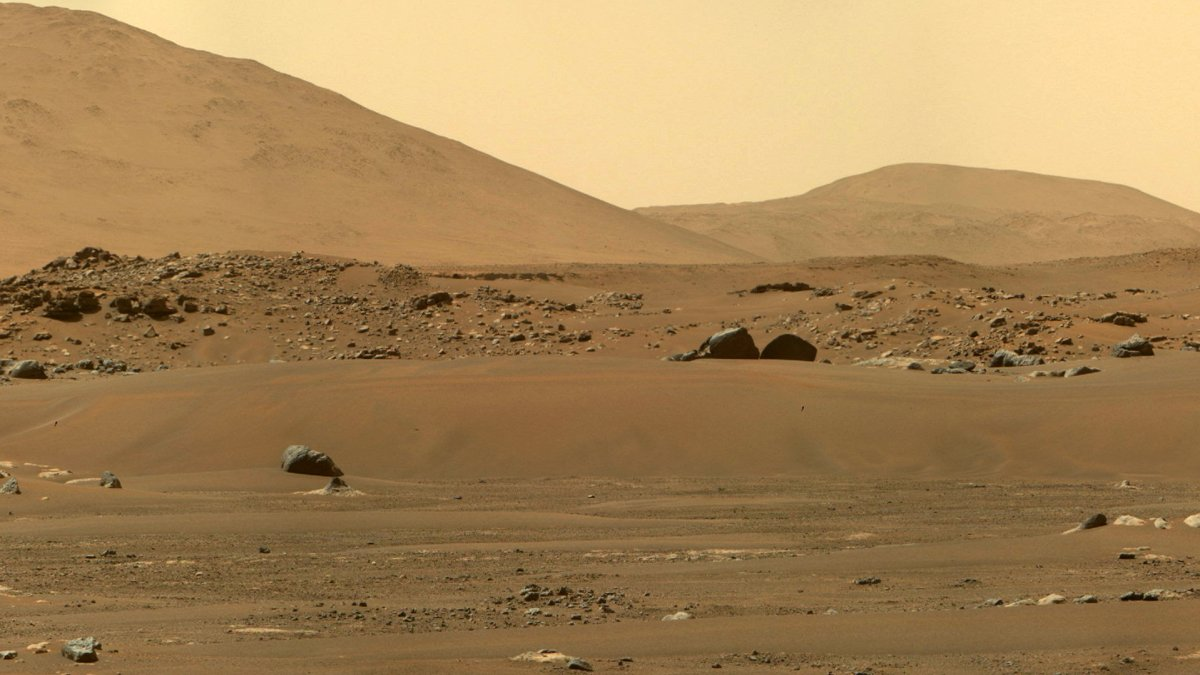 Mars-Rover Perseverance: Mit Zoom einmal komplett den Horizont fotografiert - heise online