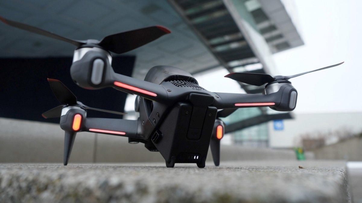 """""""Hybrid-Drohne"""" mit Racing-Einschlag: So fliegt sich die DJI FPV - heise online"""