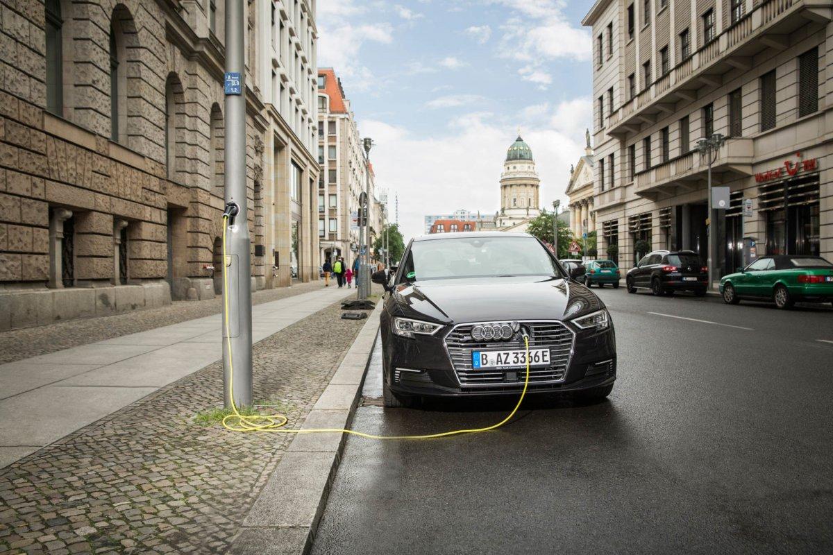Ubitricity und Ebee: Laternen-Ladepunkte für den deutschen Markt - heise online