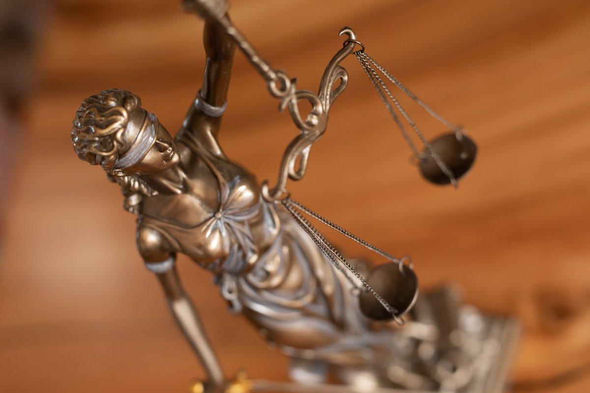 Staatsanwaltschaften ermitteln bei extrem günstigen Software-Lizenzen - heise online