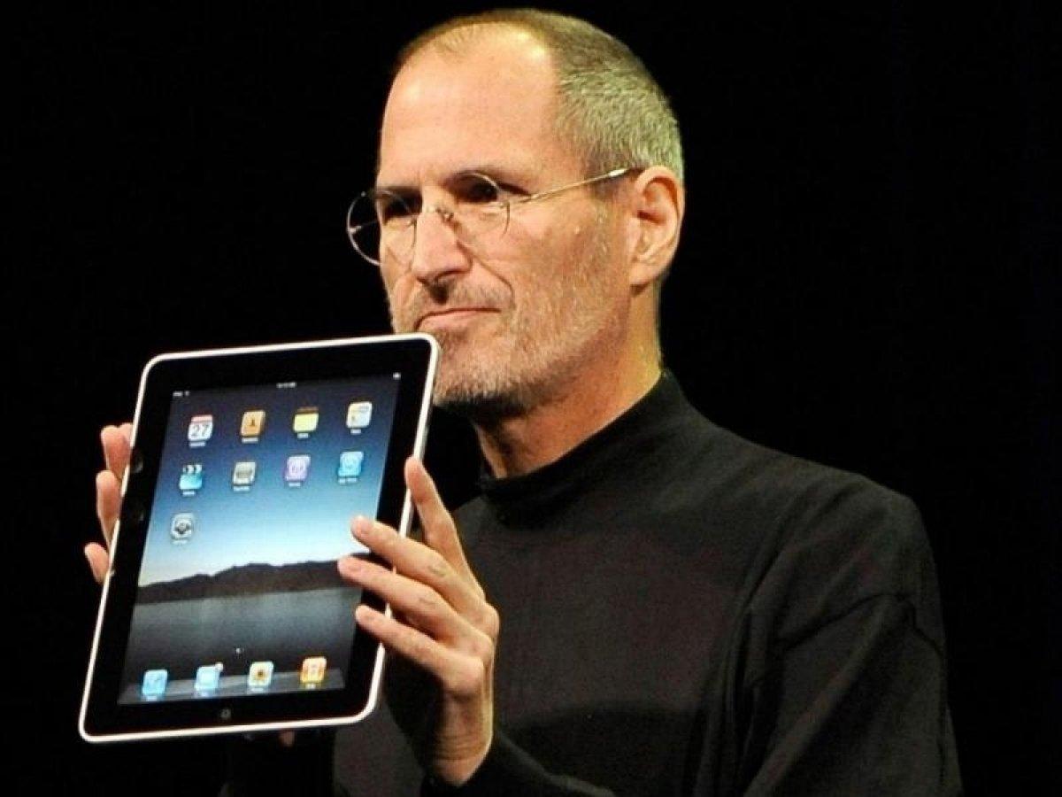 """Epic vs. Apple: Steve Jobs nannte Facebook ein """"Scheißebuch"""""""