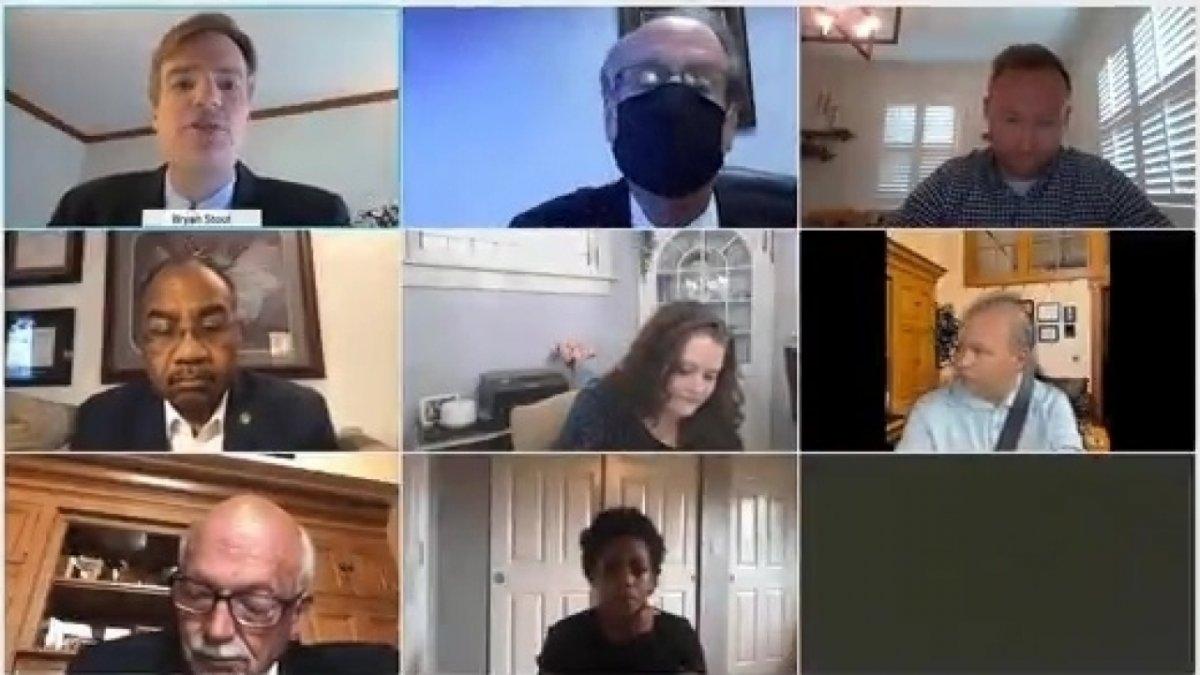 Lifehacks: Wohnzimmer als Hintergrund für die Videokonferenz aus dem Auto