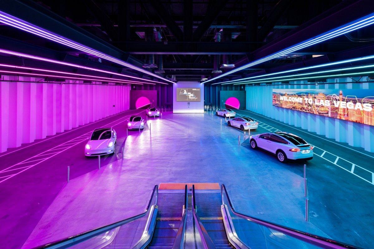 """Vegas Loop: """"Teslas im Tunnel"""" chauffieren erste Fahrgäste für eine Messe"""