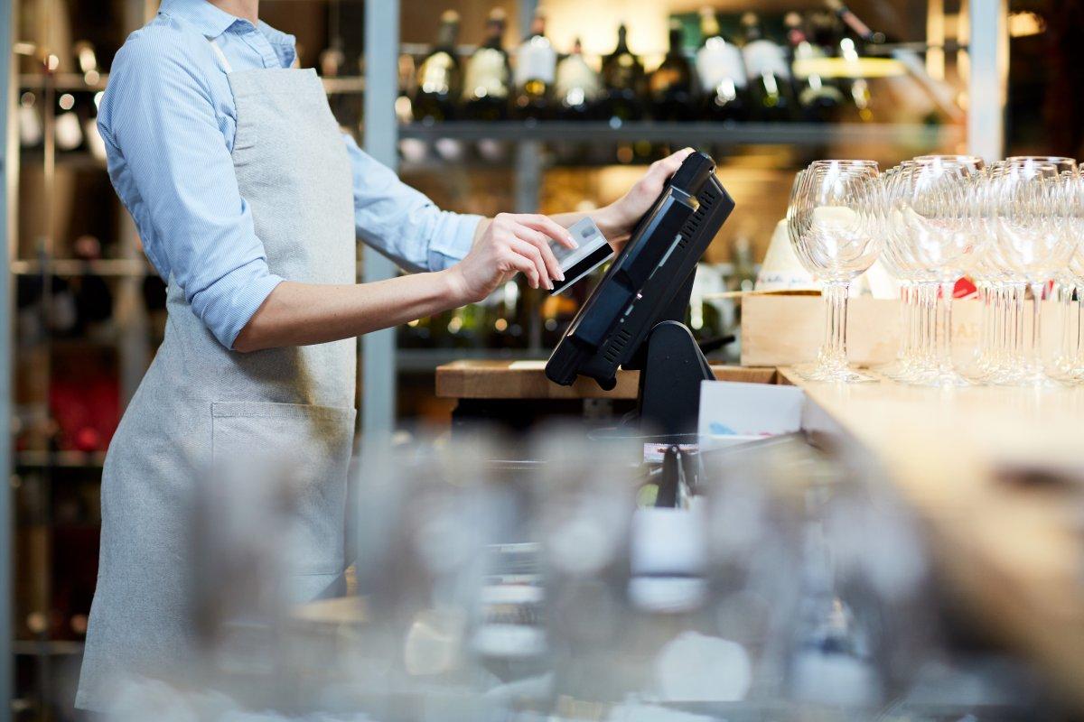 Studie: Beim Einkaufen wird immer weniger bar bezahlt