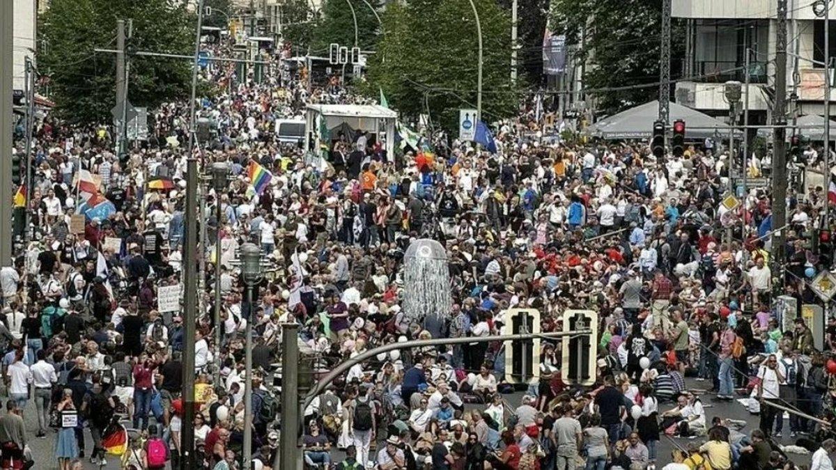 Berlin: Gegner von Corona-Maßnahmen demonstrieren trotz Verbot
