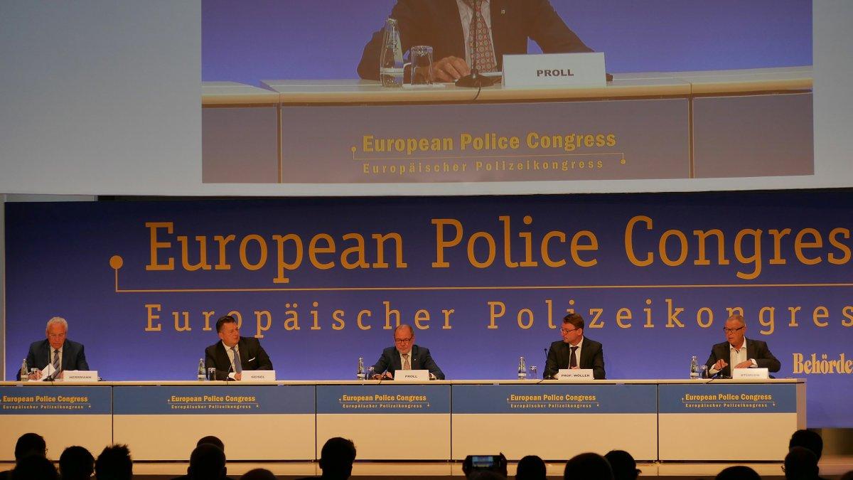 Europäischer Polizeikongress: Wehrhafte Demokratie auch im Cyberraum
