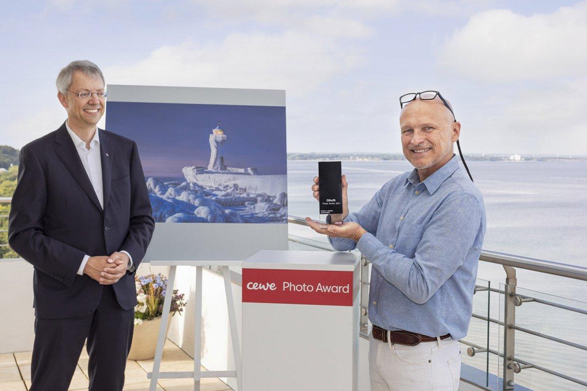 Cewe Fotowettbewerb: Vereister Leuchtturm auf Rügen zum Siegerbild gekürt