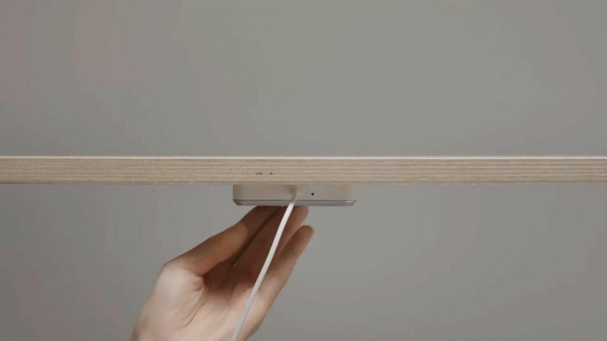 Sjömärke: Ikeas Qi-Ladepad kann Handys durch den Tisch laden