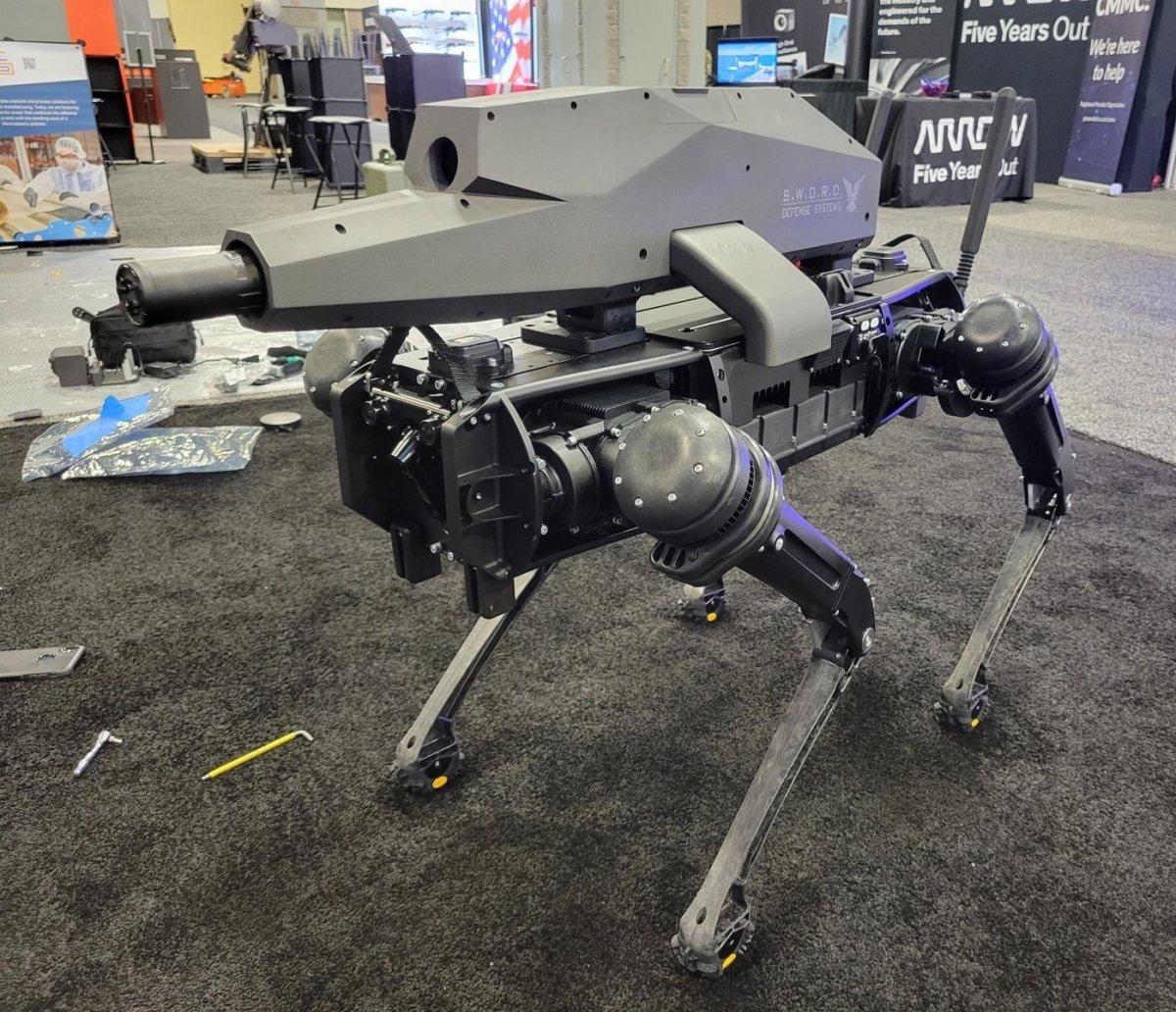 US-Waffenhersteller zeigt Roboterhund mit Scharfschützengewehr