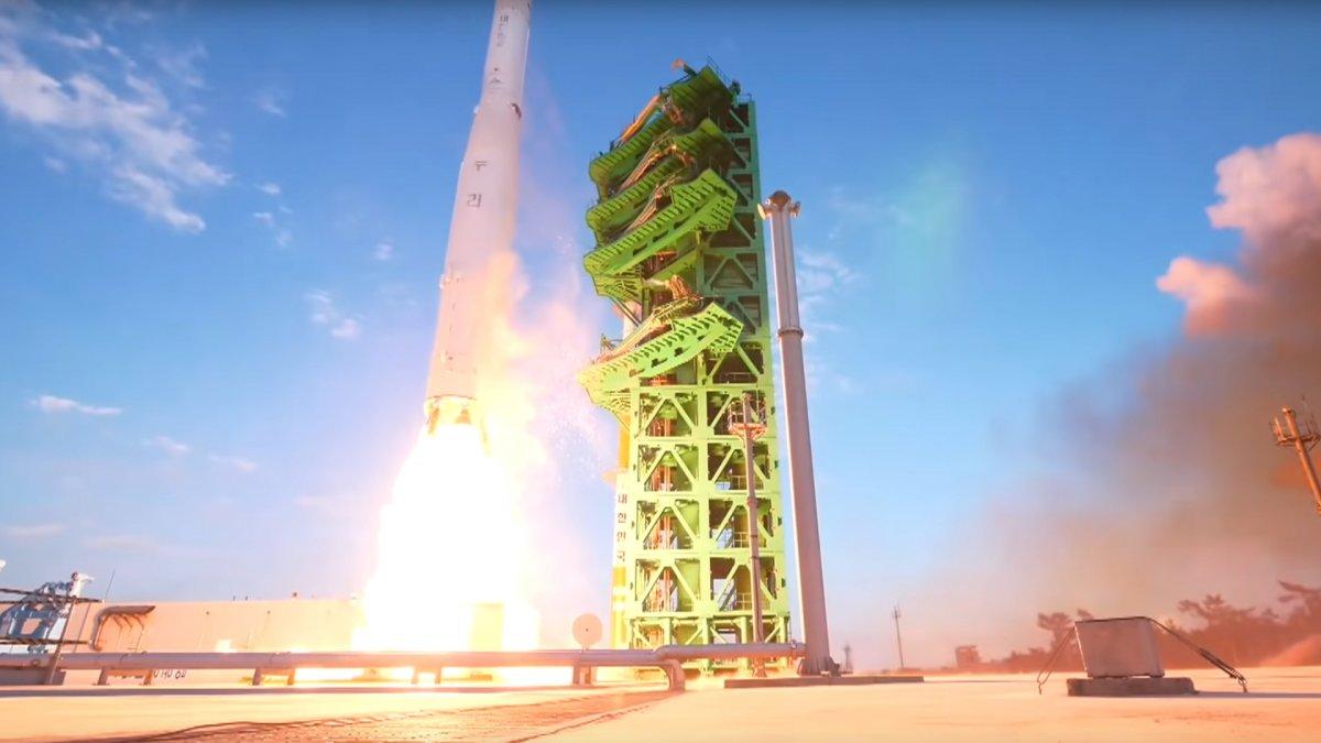 Südkoreas erster Test einer selbstgebauten Rakete nur halberfolgreich