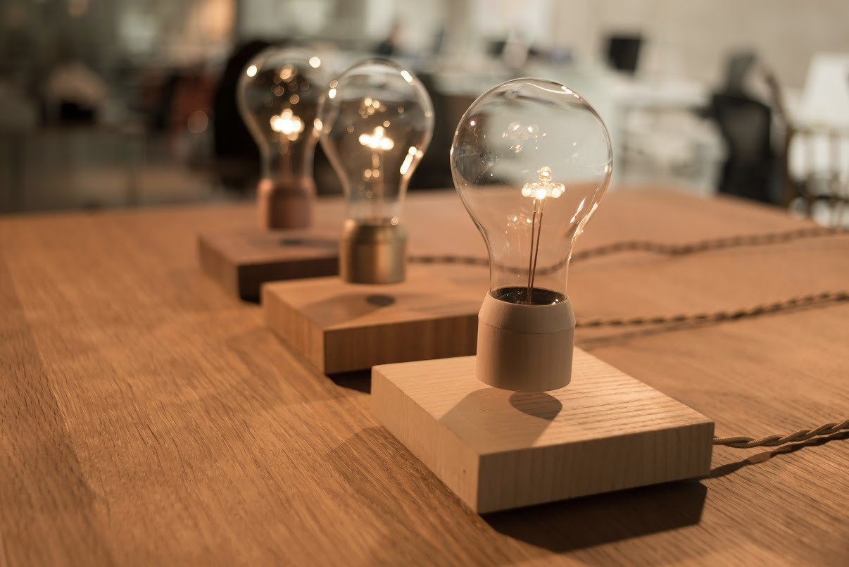 flyte: schwebende led-lampe bei kickstarter | heise online