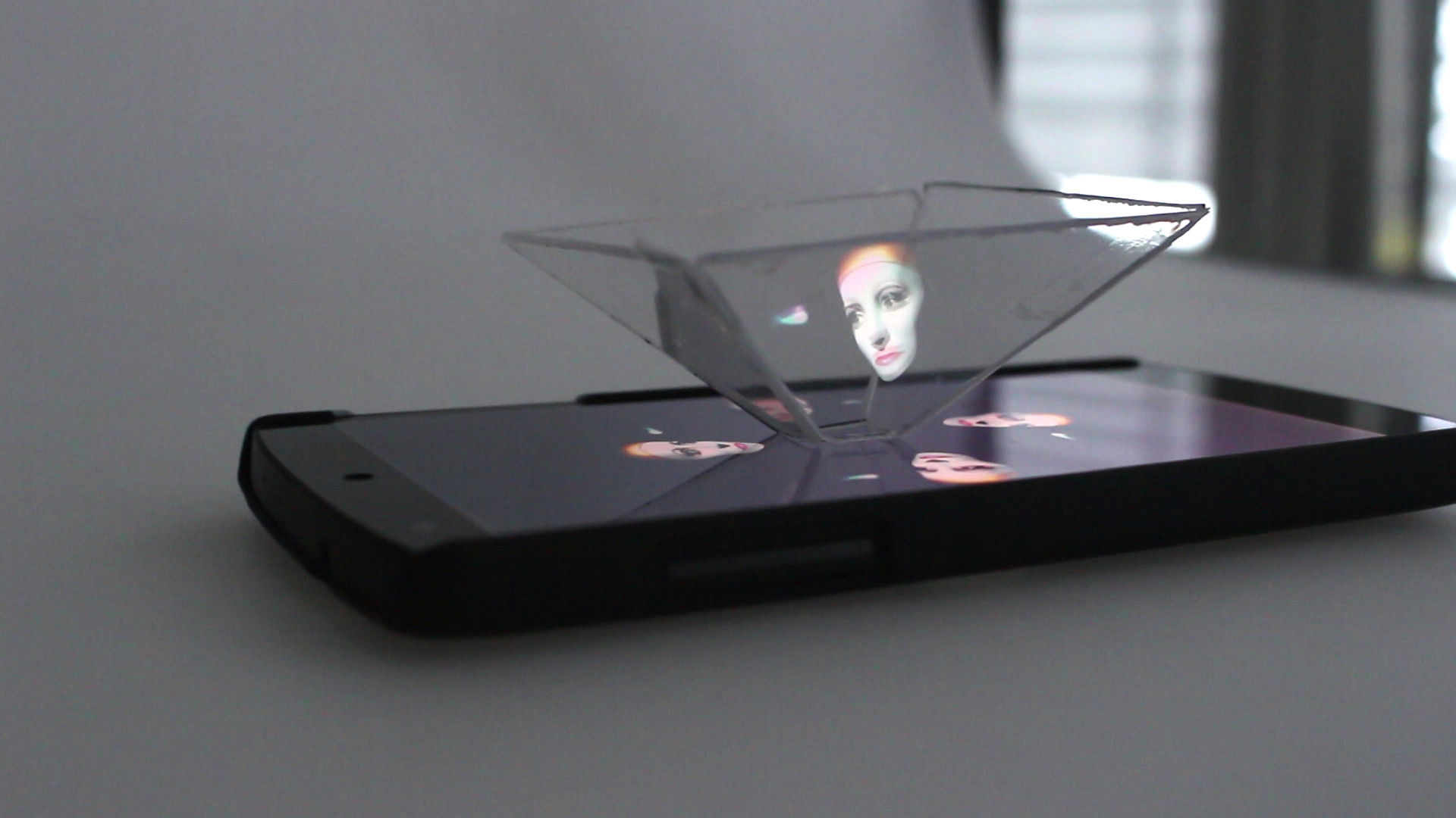 Smartphone Hologramm 3d Videos Mit Cd Hullen Upcycling Heise Online
