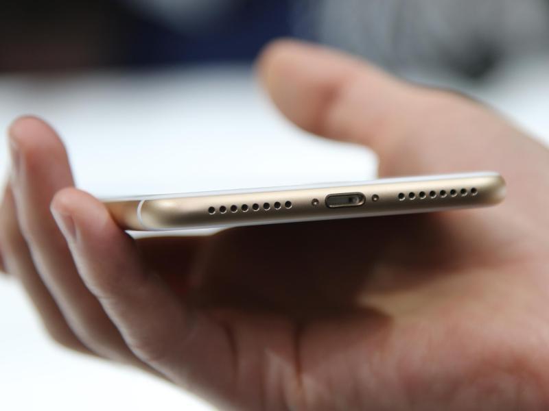 iphone 8 angeblich ohne wireless charging zubeh r in der. Black Bedroom Furniture Sets. Home Design Ideas