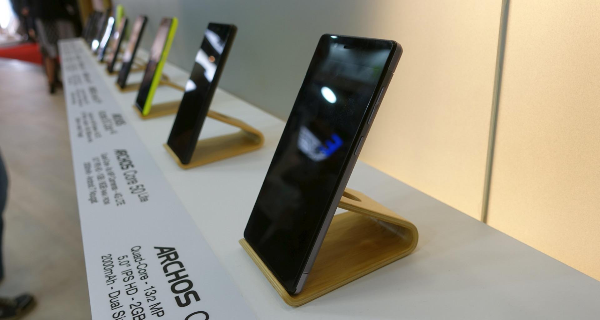 billige smartphones ab 70 euro von archos heise online. Black Bedroom Furniture Sets. Home Design Ideas