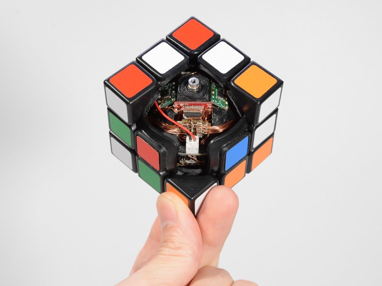 Self solving Rubik's cube: Dieser Zauberwürfel löst sich selbst