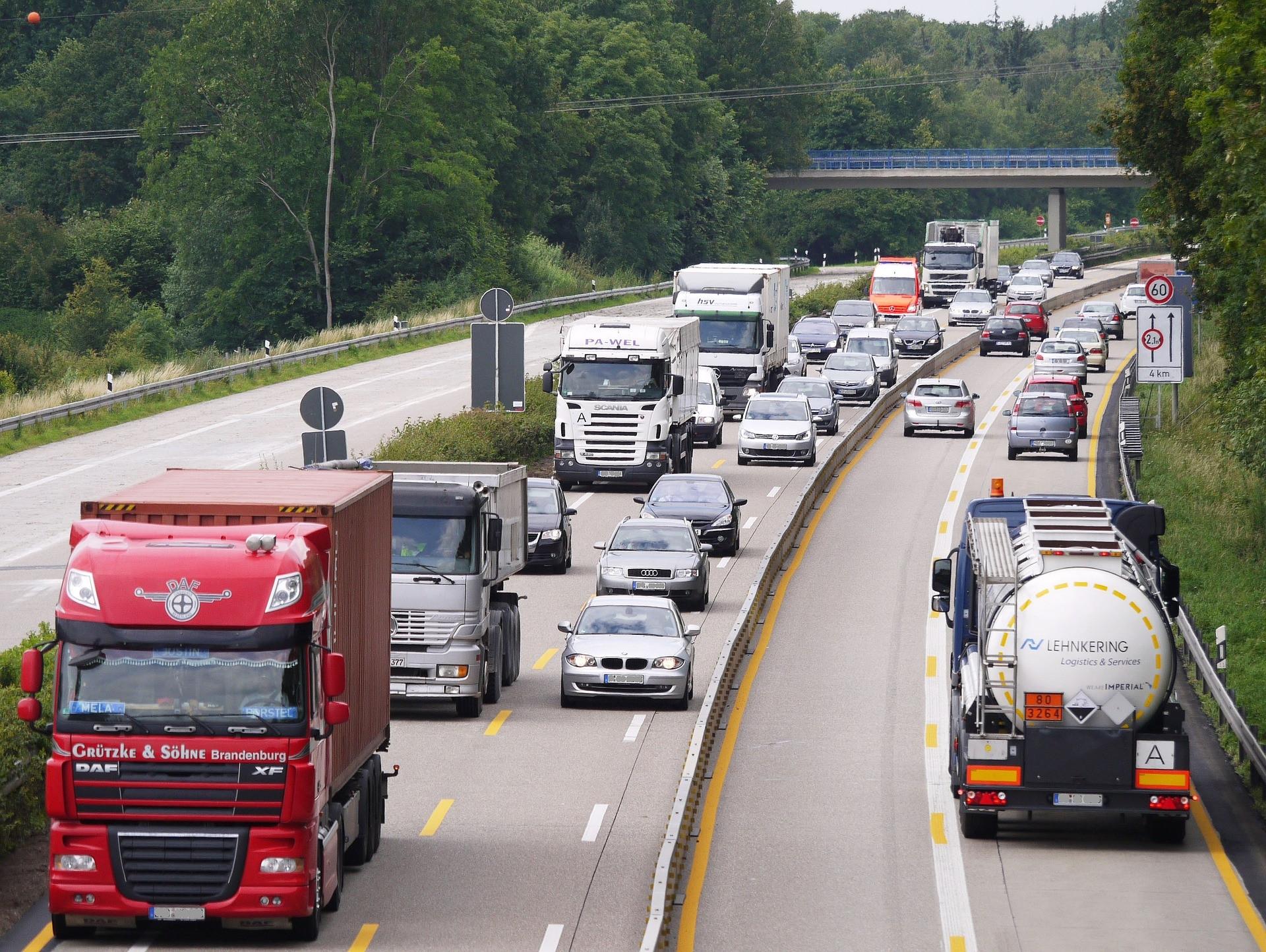 Klimaschutz: EU-Parlament will streckenabhängige Maut für Lkw und Busse