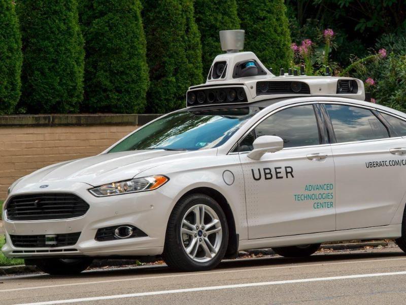 Uber quiere reanudar pruebas de robot de coche