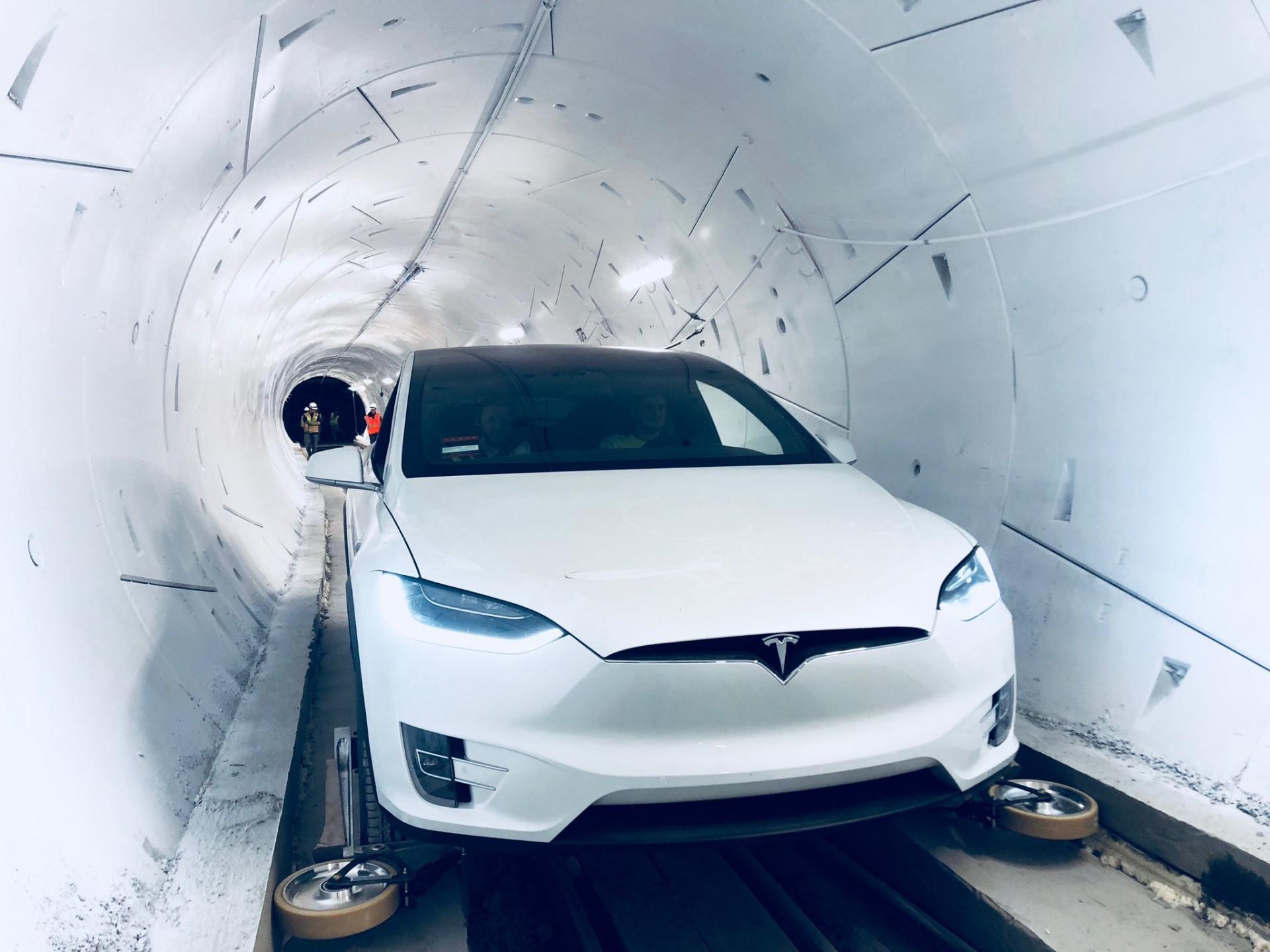 Boring Company: Elon Musk eröffnet ersten Testtunnel
