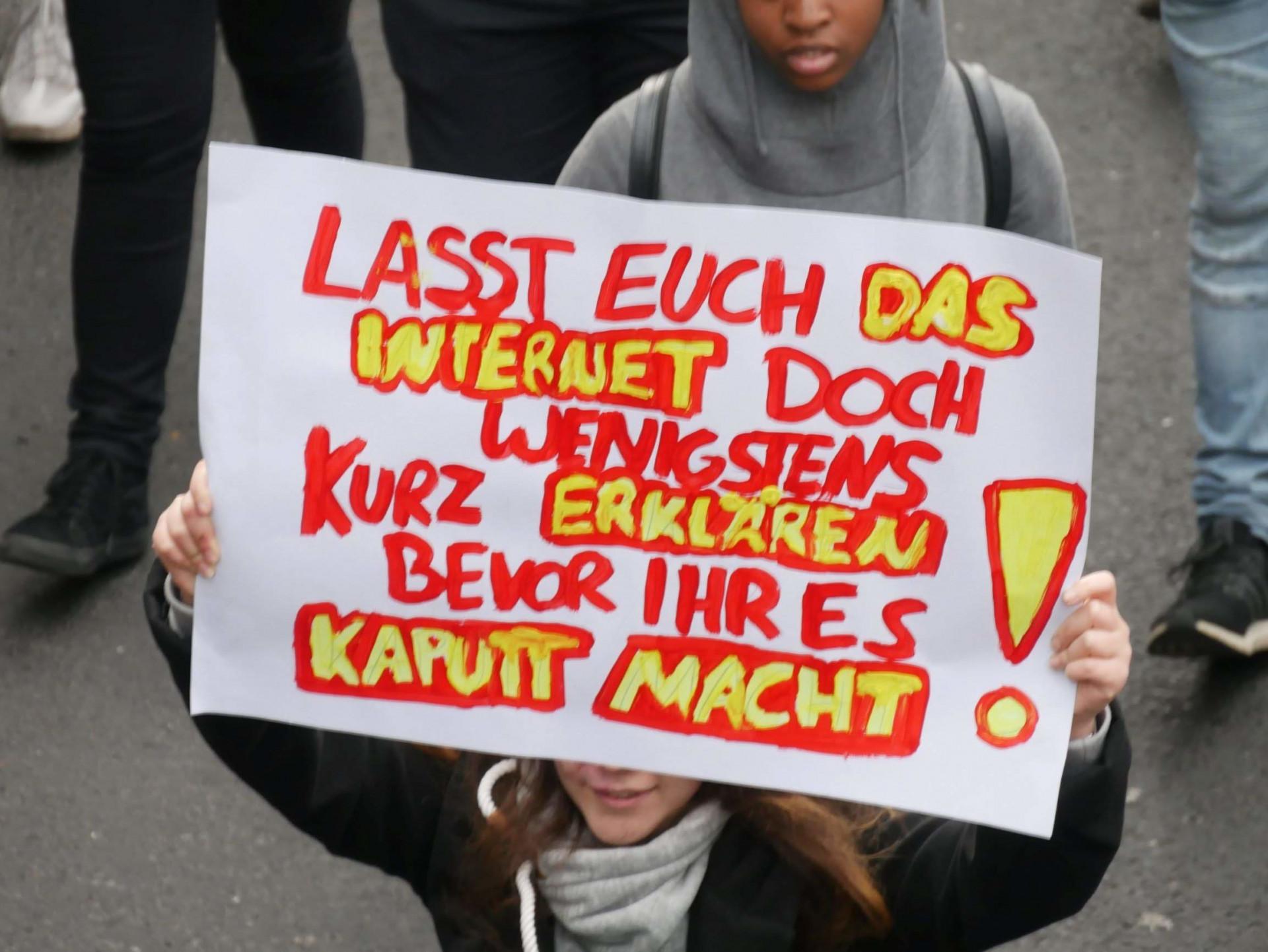 -Voss-muss-weg-Mehr-als-10-000-demonstrieren-in-K-ln