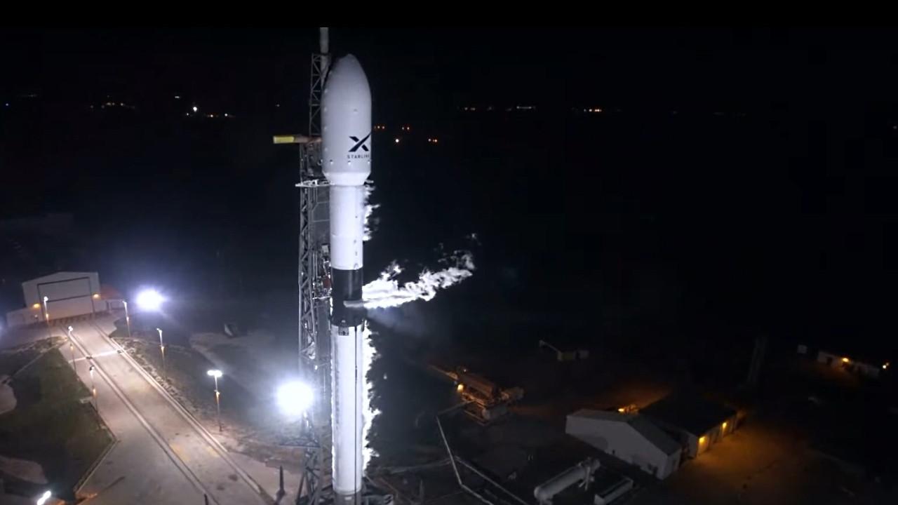 Starlink: SpaceX bringt erste 60 Satelliten für Satelliten-Internet ins All