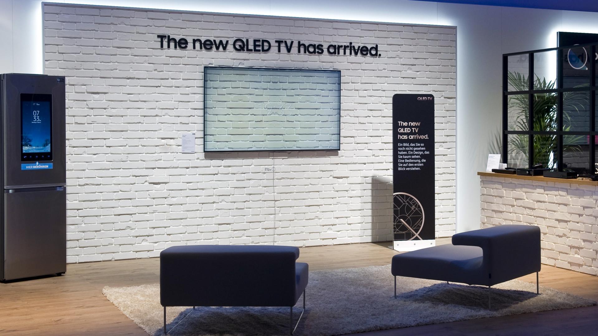 Samsung-TVs: Ein-Kabel-Lösung mit Unsichtbar-Modus und geringer ...