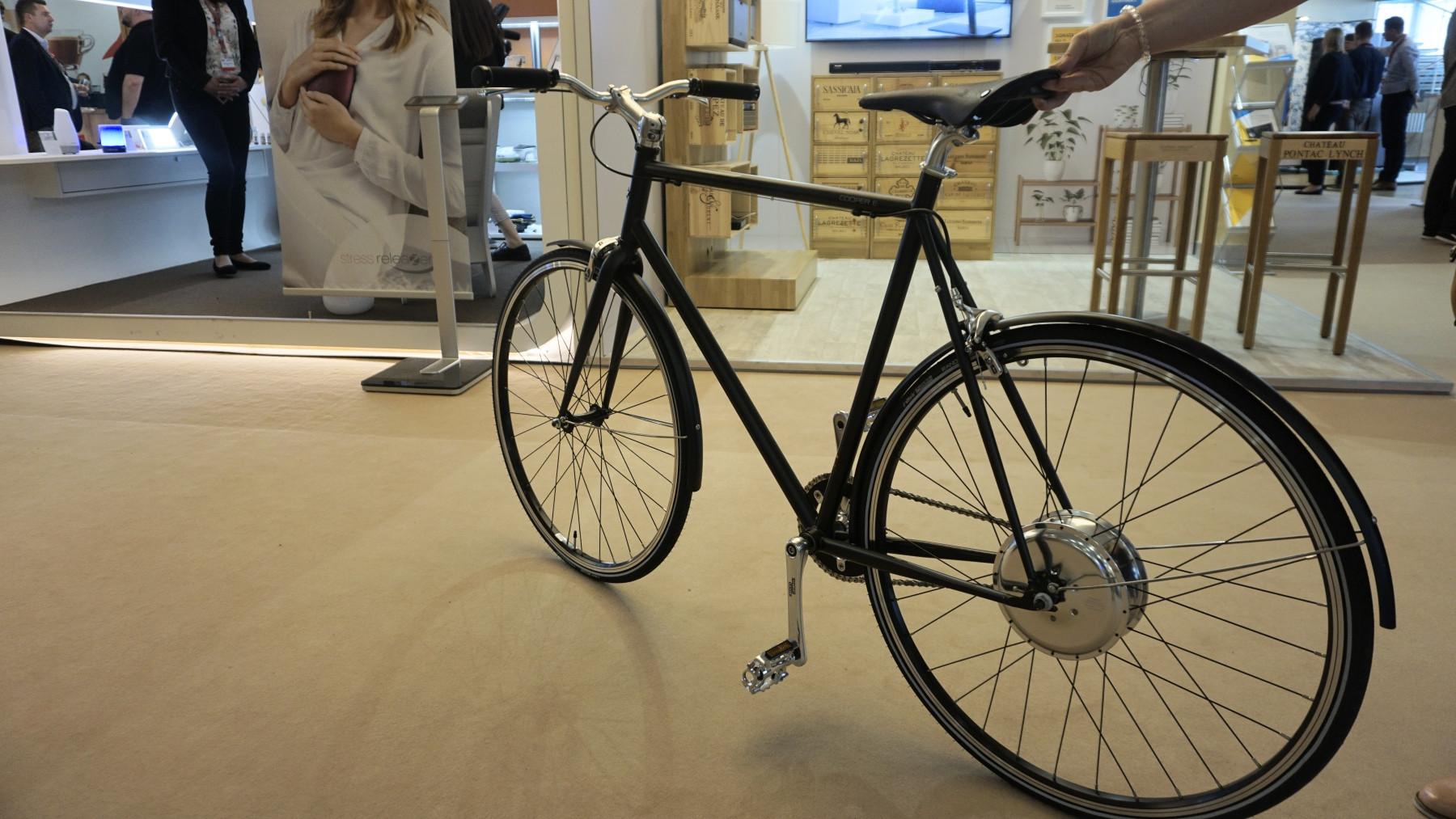 single speed e bike coopere wie motor und akku im rad. Black Bedroom Furniture Sets. Home Design Ideas
