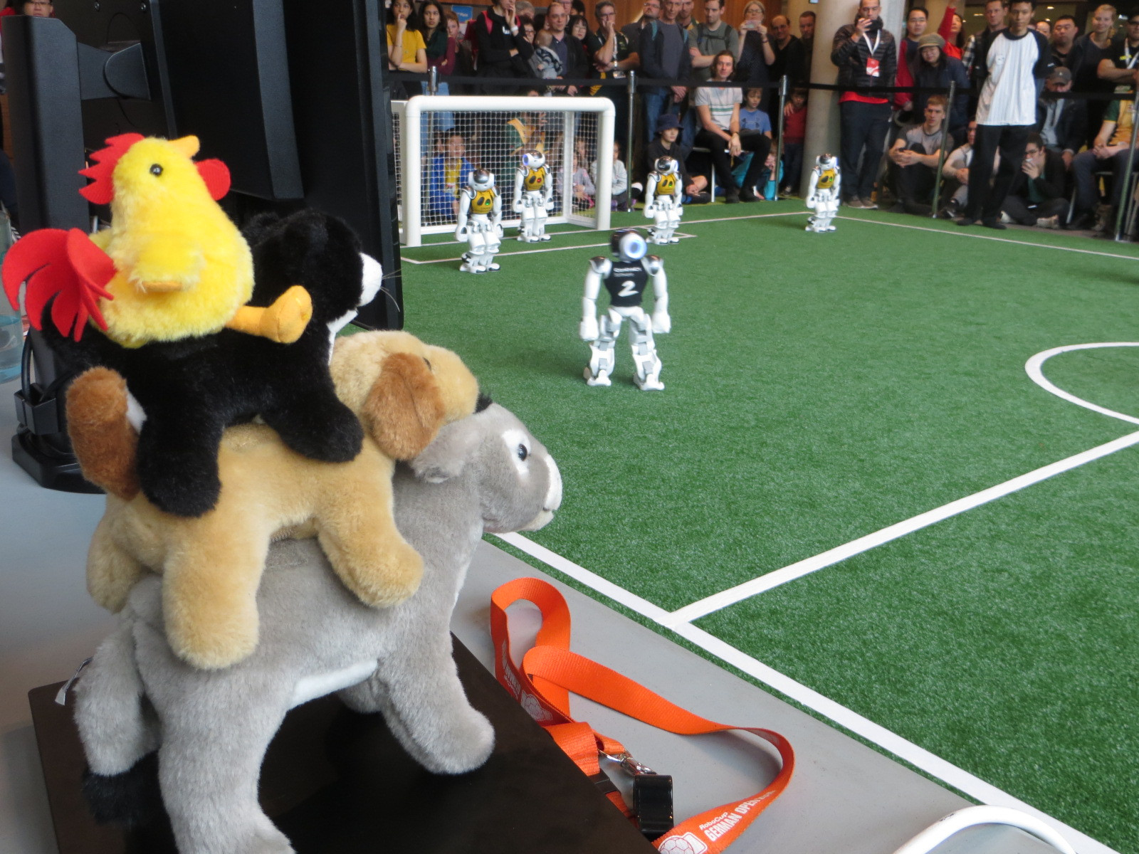 RoboCup-WM: Laufen und fallen auf dem Weg zum Weltmeistertitel 2050