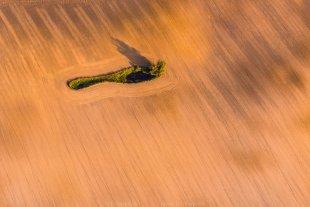 Riesenfuß -Landschaftsgrafik aus der Luft- von Joachim Kopatzki
