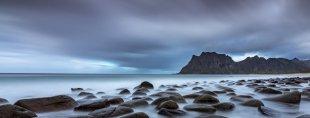 Strand der weichgespülten Steine von Tilman Möller
