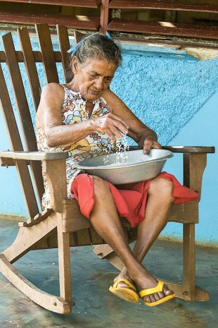 Cuba Old Lady von Joachim Kopatzki