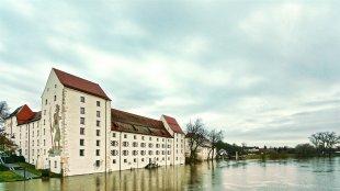 Die Donau führt Hochwasser in Straubing. von fundamental.vision