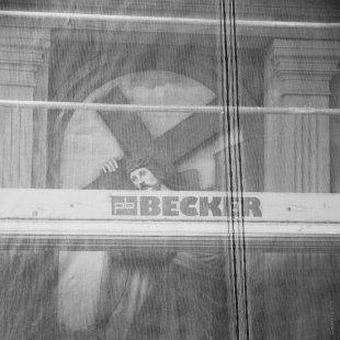verschleiert - BECKER von Grabownik