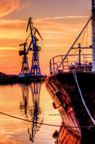 Abend im Hafen von m a n n i x