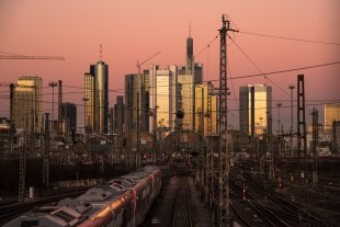 Sun down at Frankfurt Main Station 1 von John Mueh