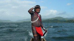 Indian Captain on Gatun Lake Panama von Claus Kränzle